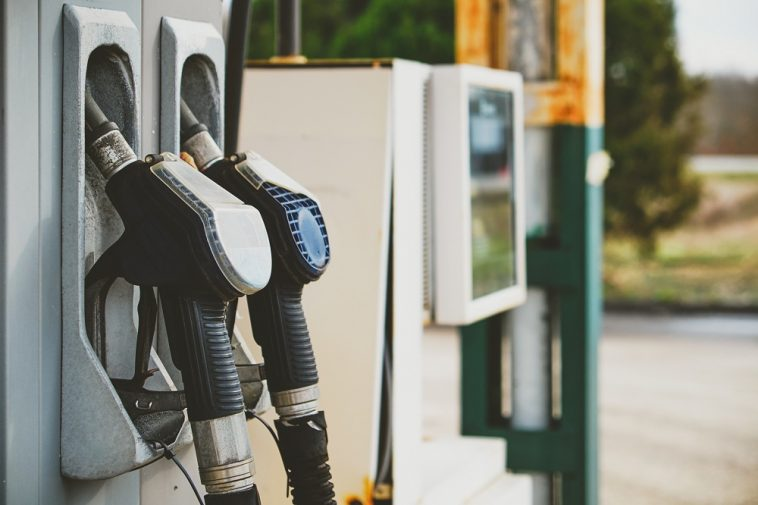 Bomba de gasolina em posto de gasolina
