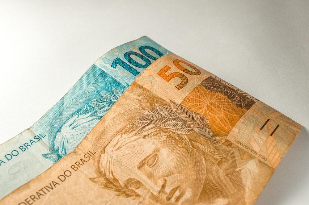 Moeda Brasil Brasil Notas em dinheiro real, uma nota de 50 reais e uma nota de 100 reais