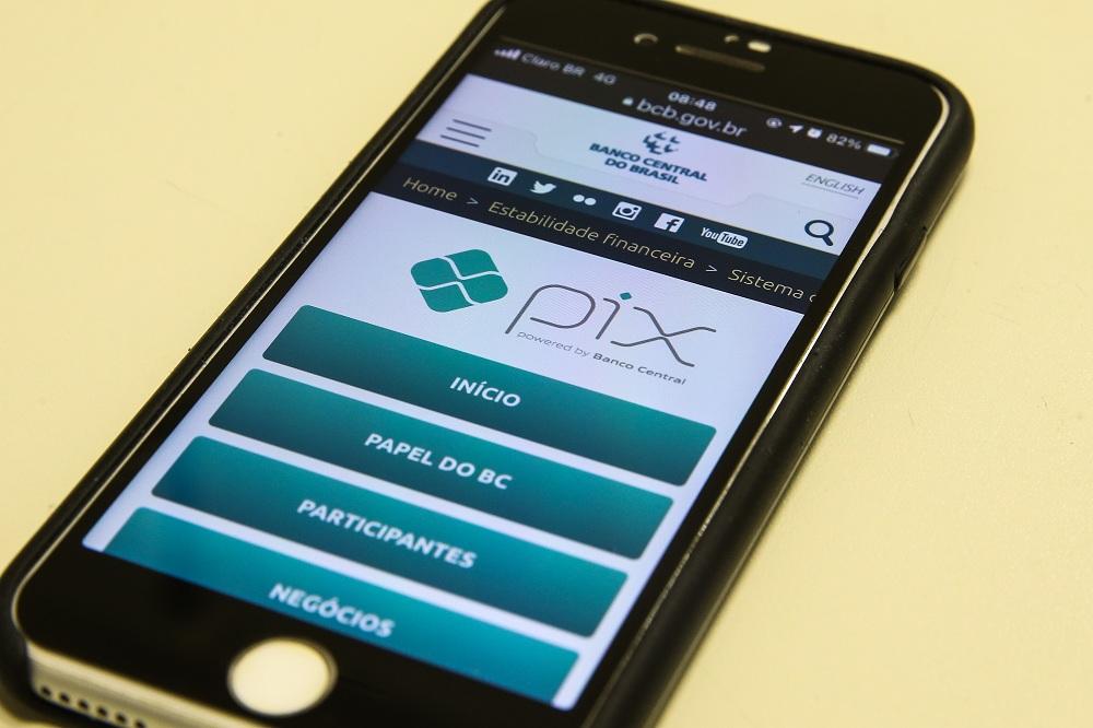 celular mostrando a tela inicial do PIX