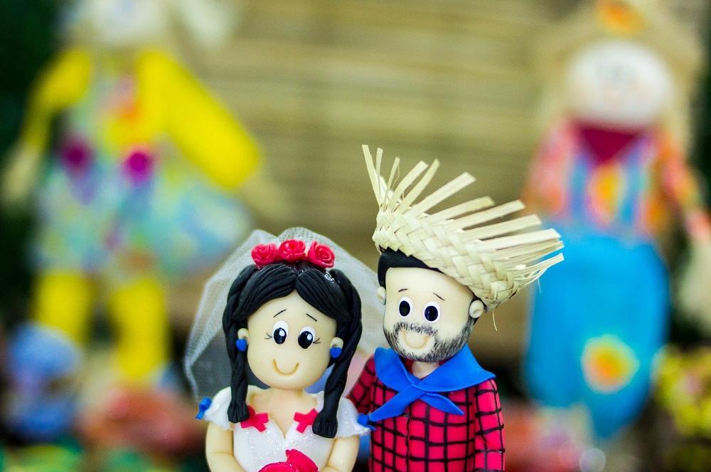 casal de biscuit caracterizados para festa junina