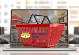 Cesta de compras de supermercado online aparecendo na tela do computador, com o logo do Mercado Livre, para simbolizar o cupom de desconto no Mercado Livre