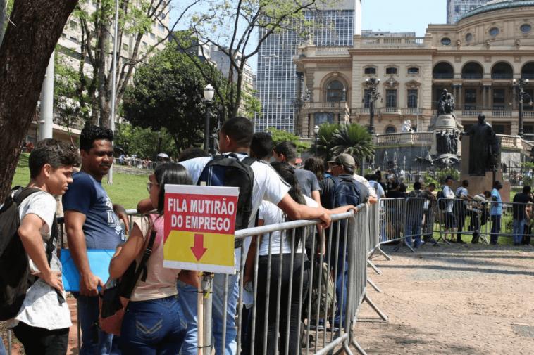 Fila de desempregados no Brasil